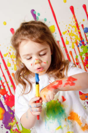 Child Painting 版權商用圖片