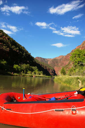 Bright red raft on the bank of a river. Imagens - 3628876