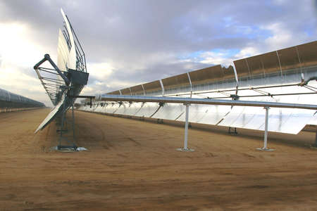 Mirrors for collecting the sun at a solar power station. Imagens - 4225698