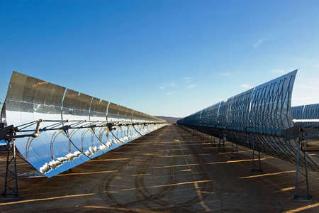 A row of mirrors at a solar energy station in the desert. Imagens - 5951896