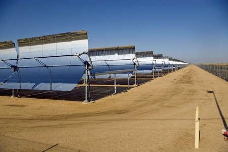 モハーベ砂漠の太陽のミラーの行