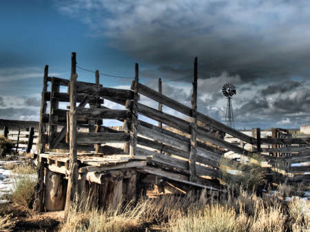 A cattle loading chute in a ranch yard. Imagens - 51352657
