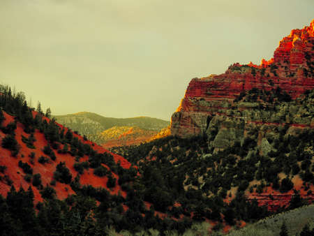 Scenic canyon view at sunset. Imagens - 133460279