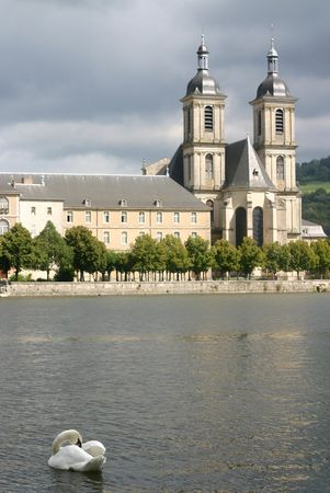 du ร    ก ร: A swan in the river Moselle before the Abbey of the Premontres in Pont du Mousson, France