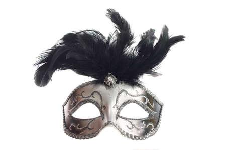 mascara de teatro: Una pluma de plata m�scara veneciana aisladas sobre fondo blanco con cintas de sujeci�n