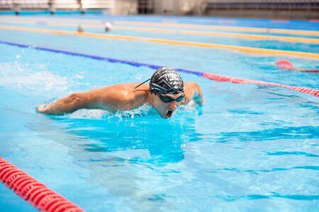 Triathlon fitness athlete training swimming in the swimming pool. Zdjęcie Seryjne
