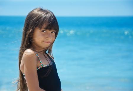 Ritratto di una bella bambina dal mare