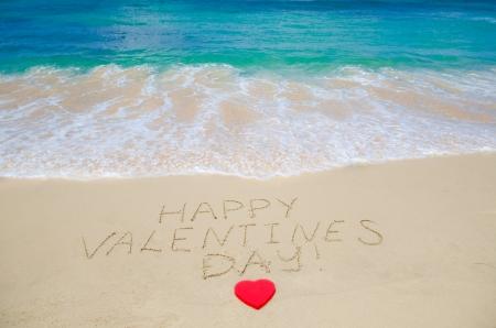 """Teken """"�аppy Valentines day!"""" op het strand - concept vakantie Stockfoto"""
