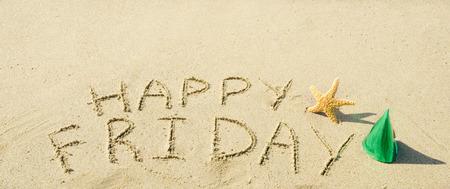 ヒトデ、砂のビーチで「幸せな金曜日」に署名