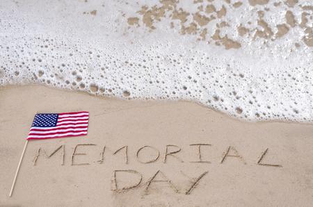 Memorial day background am Sandstrand in der Nähe von Meer Standard-Bild - 27530901