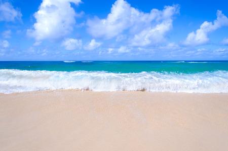 Sandstrand Hintergrund neben dem Meer, Hawaii, Kauai Standard-Bild - 36490180