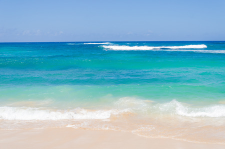 azul turqueza: Océano y fondo tropical playa de arena (Hawaii, Kauai)