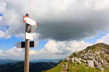 scrub grass: Signboard along a mountain trekking path, Italian panorama, Alps