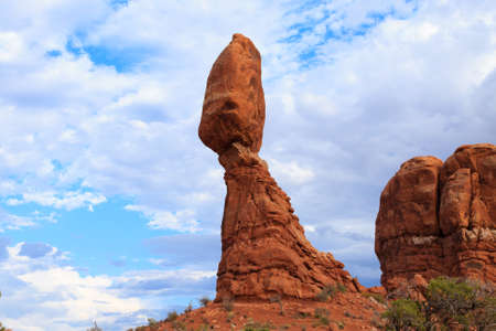 balanced rocks: Balanced rock, Arches National Park, Utah. Geological formations. Red rocks. United States of America