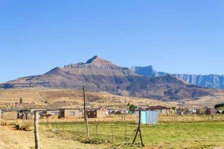 Shantytown to the road to Drakensberg District, South Africa. Poverty and decay Reklamní fotografie