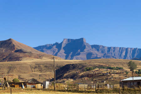 Shantytown to the road to Drakensberg District, South Africa. Poverty and decay Stok Fotoğraf