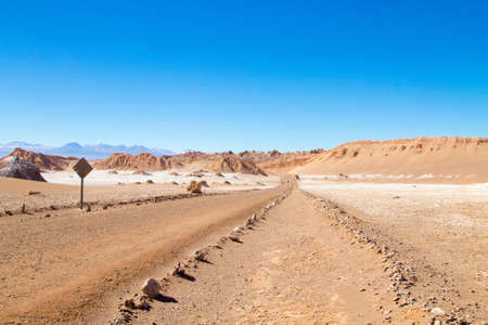 Chilean landscape, dirt road on Valley of the Moon. Chile panorama 免版税图像 - 131732755