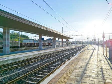 Train tracks perspective view. Transportation mode. Imagens