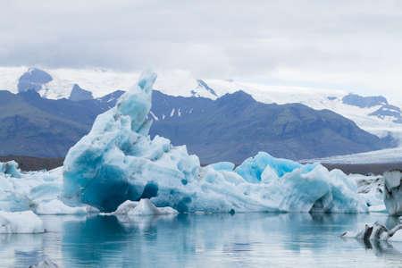Jokulsarlon glacial lake, Iceland. Icebergs floating on water. Iceland landscape Archivio Fotografico - 146790871