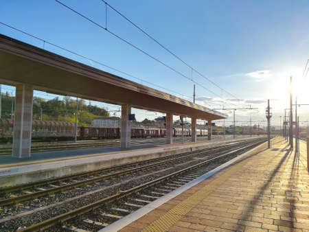 Train tracks perspective view. Transportation mode. Banque d'images