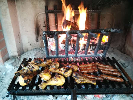 Grilled meat cooked on fireplace Banque d'images