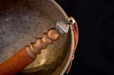 sonido: Campana utilizada durante las oraciones budistas y también en la medicina alternativa Foto de archivo