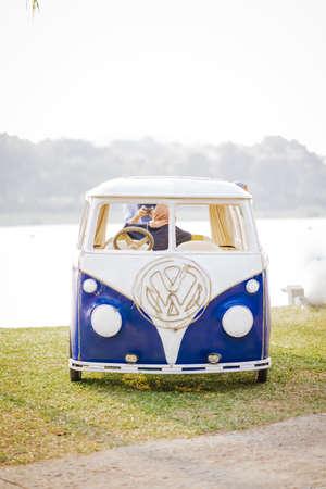 PUTRAJAYA, MALAYSIA - 6. September 2019: Volkswagen Combi im Park. Der Körper ist es gewohnt, die Fotokabine und instaworthy zu sein. Editorial