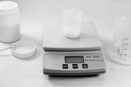 balanza de laboratorio: Laboratorio de qu�mica Foto de archivo