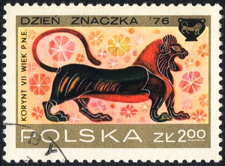 POLAND  - CIRCA  1976: A stamp printed in POLAND shows Lion, Corinthian Vase Designs, circa 1976
