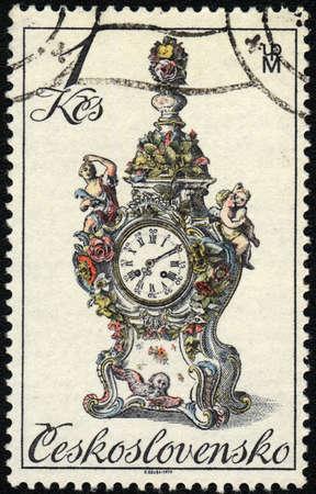 mantel: CZECHOSLOVAKIA - CIRCA 1981: A stamp printed in CZECHOSLOVAKIA  shows an antique mantel clock, circa 1981