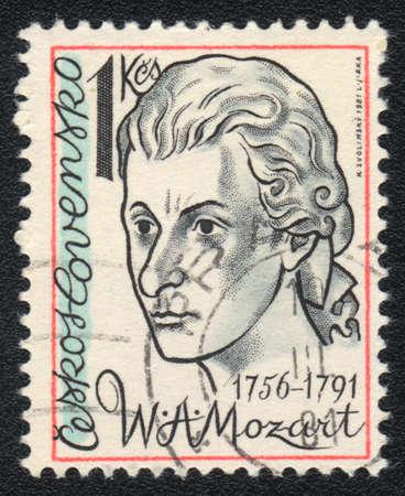 amadeus mozart: Checoslovaquia - CIRCA 1981: Un sello impreso en Checoslovaquia muestra Wolfgang Amadeus Mozart, alrededor de 1981