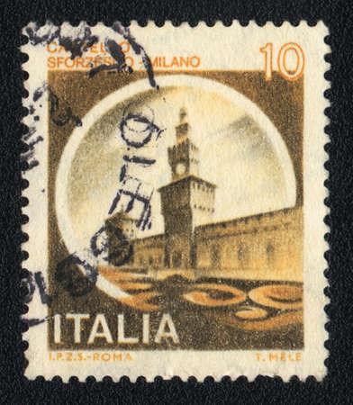 sforza: ITALY - CIRCA 1981: A stamp printed in Italy shows Sforza Castle, circa 1981 Editorial