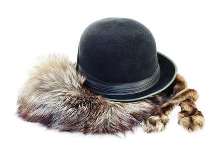 silver fox: Sombrero negro de la vendimia en una piel de zorro de plata aislado en el fondo blanco Foto de archivo