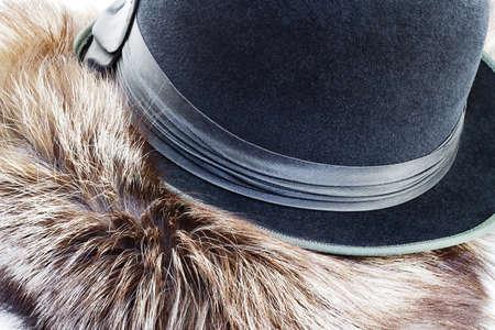 silver fox: Vintagel sombrero de hongo en la piel de zorro plateado