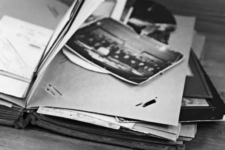 Page of retro photograph album with photos, black and white 免版税图像