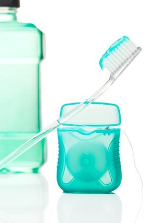 Hilo dental, cepillo de dientes con pasta de dientes y enjuague bucal antiséptico. Foto de archivo - 9937218