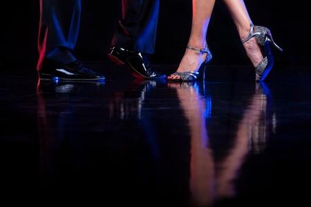 bailando salsa: Pies del baile