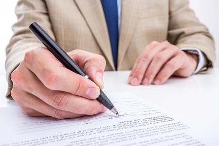 Affari di firmare un documento