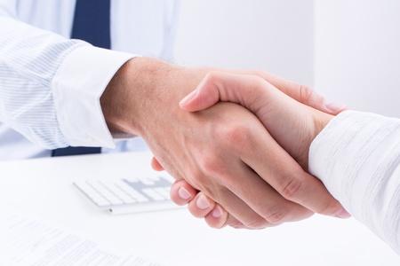 Geschäftsleute machen einen Deal Standard-Bild - 22001491