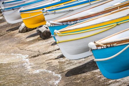 Bunten Holzboote am Hafen Marina Grande, Insel Capri, Italien Standard-Bild - 30886453