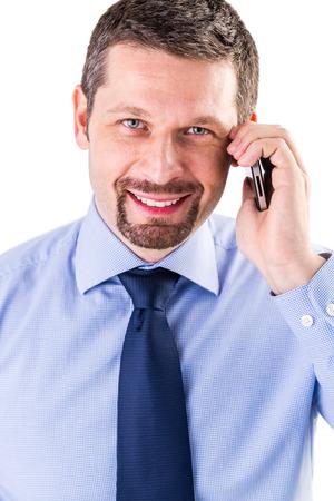 Uomo d'affari sorridente che fa una telefonata. Archivio Fotografico