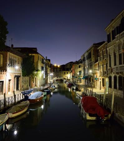 夜のヴェネツィアの運河 報道画像