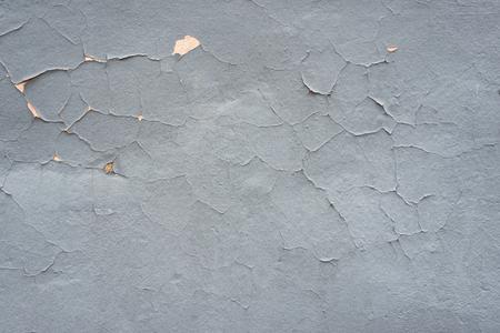 Fondo de textura gris en mal estado. Pared de pintura agrietada. Foto de archivo