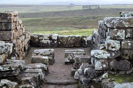 hadrian: Housesteads Roman Fort en Adriano s Wall, Northumberland, Reino Unido