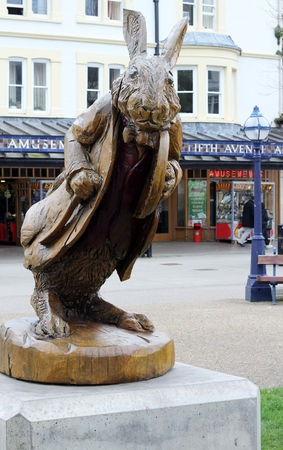 lewis carroll: Wooden statue by Simon Hedger  of the white rabbit from Lewis Carroll s Alice in Wonderland books, in Llandudno , North wales  Editorial