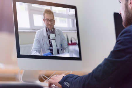 Online remote learning. Digital video conference chat with student. Teaching and learning from home during quarantine and coronavirus outbreak. Standard-Bild