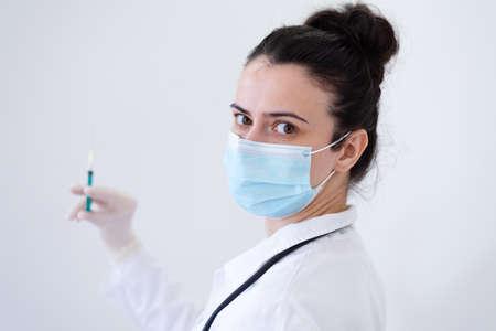Nurse or female doctor prepairs anti  vaccine dose for a patient Standard-Bild