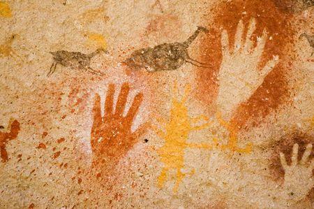 pintura rupestre: Antiguas pinturas rupestres en la Patagonia, Argentina.  Foto de archivo