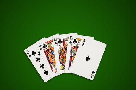 excludes: Rotyal getto d'acqua, sulla mano di poker tavolo verde. Clippin percorso esclude l'ombra.