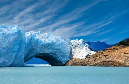 Brug van ijs in de Perito Moreno gletsjer, Patagonië, Argentinië.